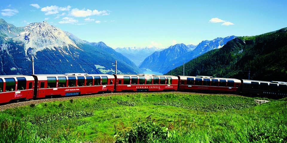 Bernina Express, Kurve bei Alp Grüm, Alp Grüm, Bergamasker Alpen, Valposchiavo
